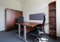 Meble biurowe TOBO: biurka na stelażach metalowych, krzesła biurowe