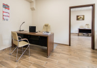 Meble gabinetowe Tirion produkcji TOBO: biurko gabinetowe, krzesła biurowe
