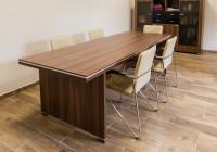 Meble gabinetowe Tirion produkcji TOBO: szafy biurowe, stół konferencyjny, krzesła biurowe